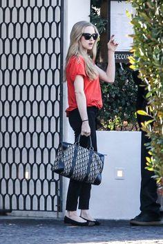 5d29db63890b8 このコーデ、このまま真似したい♡ カラーTシャツスタイル Vintage Dior Bag