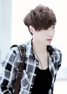 airport fashion Lay Yixing of Exo  张艺兴