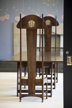 Chairdesign - House for an Art Lover by Charles Rennie Mackintosh, Glasgow (via Andy Marshall, @fotofacade ) Charles Rennie Mackintosh Designs, Charles Mackintosh, Art Nouveau Furniture, Art Nouveau Interior, Art Nouveau Design, Art And Craft Design, Design Crafts, William Morris, Architecture Art