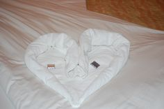 Another towel creation :) How To Fold Towels, Bliss, Cruise, Craft, Fold Towels, Artwork Ideas, Noel, Creative Crafts, Cruises