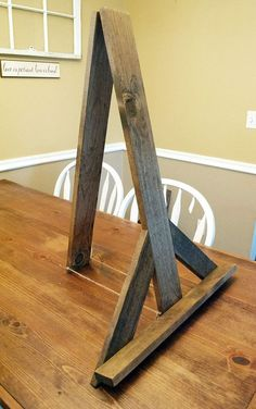 Rustic Table top easel wood easel sign holder by Woodlandedges Diy Projects To Try, Wood Projects, Woodworking Projects, Chalkboard Easel, High Top Tables, Bar Tables, Diy Table Top, Diy Holz, Rustic Signs