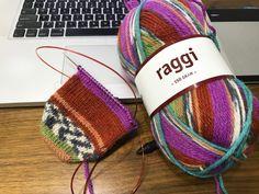 輪針でつま先から編む靴下[わりと簡単] – 4re:c Chrochet, Knit Crochet, Yarn Projects, Knitted Hats, Free Pattern, Knitting Patterns, Winter Hats, Embroidery, Sewing
