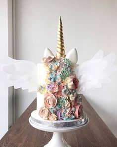 Unicorn Cakes Do Exist and Theyre Downright Whimsical and Adorable Unicorn Party Ideas Cupcakes, Cake Cookies, Cupcake Cakes, Pretty Cakes, Beautiful Cakes, Amazing Cakes, Unicorn Foods, Unicorn Cakes, Unicorn Birthday Cakes