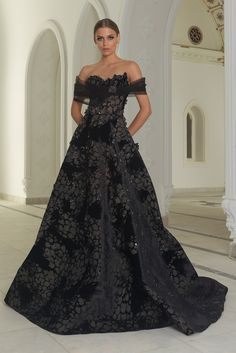 Find tips and tricks, amazing ideas for Abed mahfouz. Discover and try out new things about Abed mahfouz site Abed Mahfouz, Spring Couture, Couture 2015, Colored Wedding Dresses, Couture Dresses, Beautiful Gowns, Couture Fashion, Net Fashion, The Dress