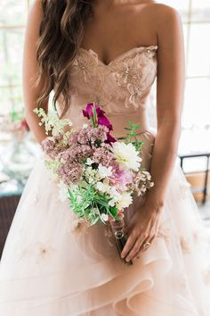 Lovely Blush and Gold Rainy Day Wedding - http://fabyoubliss.com/2015/01/30/lovely-blush-and-gold-rainy-day-wedding