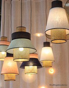 suspension-rotin-bicolore-singapour - Le Blog déco de MLC #salonstyle #salon #style #hanging
