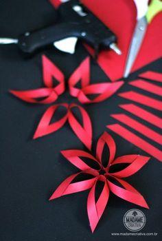How to Make a Flower with 6 Strips of Paper - How to make six strips flower – Step by step with photos – How to make a six strips flower – - Christmas Paper, Christmas Crafts, Christmas Decorations, Christmas Ornaments, Flower Crafts, Diy Flowers, Paper Flowers, Flower Diy, Office Christmas