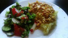 Картофель с подливой из лесичек, и салатик :)