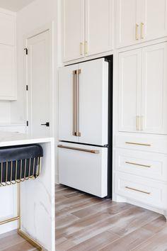 White Kitchen Appliances, White Kitchen Cabinets, Kitchen Redo, Home Decor Kitchen, Home Kitchens, Kitchen Ideas, White Kichen, Kitchen Appliance Storage, Gray Cabinets