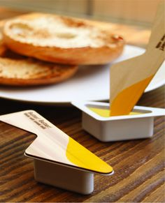 This packaging includes a solid wooden spoon lid which is used to spread butter and does away the need to carry additional cutlery.  This product is have a really good praticity of use and can easily be transported for picnics.  The visual of the packaging is simple but the color remember butter. The identification is very strong because of its particular form and design and I think there may be an impulsary purchase to test this product