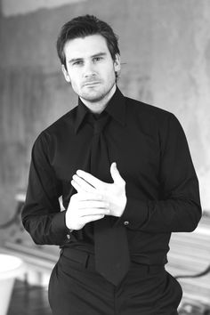 Clive Standen -- http://www.victoriadawephotography.com