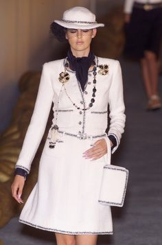 Chanel Spring 2001 - Runway Pictures - StyleBistro