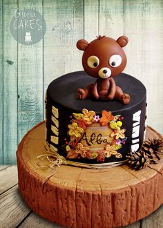 Country cake with little bear ... I love bears! www.facebook.com/GloriaCakes  www.GloriaCakes.com  #cake #bearcake #bear #woodeffect @country #countrycake