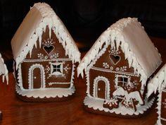 Christmas Gingerbread House, Christmas Sweets, Christmas Goodies, Christmas Baking, Gingerbread Cookies, Christmas Holidays, Christmas Decorations, Gingerbread Houses, Cookie Cake Decorations