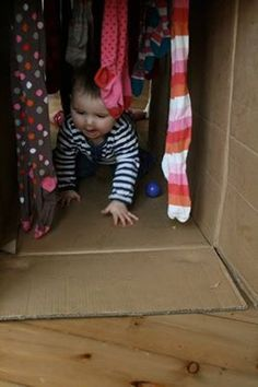 Cardboard box tunnel - http://theimaginationtree.com/2011/03/baby-play-cardboard-box-play-tunnel.html