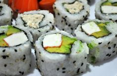imagenes gratis Sushi, Comida, Comida Japonesa, Salmon Rosado, Salmon, Palta, Aguacate, Arroz, Comidas y bebidas, Plato, Grupo grande de objetos, kanikama