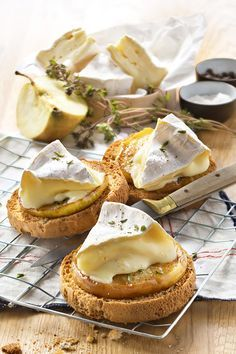 If you like cheese as an aperitif this slice of bread and butter recipe - Brunch Fingerfood Party, Incredible Recipes, Snacks Für Party, Fresh Bread, Butter Recipe, Sandwich Recipes, Sandwich Buffet, Cheese Recipes, Finger Foods