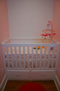 5 baby gear essentials for living in a one bedroom for Best baby cribs for small spaces