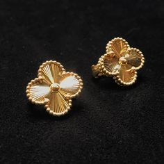 Click this image to show the full-size version. Body Jewellery, Ear Jewelry, Gold Jewelry, Jewelry Accessories, Fine Jewelry, Pendant Earrings, Ring Earrings, Van Cleef And Arpels Jewelry, Van Cleef Arpels