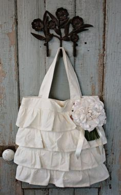 love the ruffles on this tote