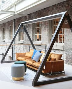 Give Your Rooms Some Spark With These Easy Vintage Industrial Furniture and Design Tips Do you love vintage industrial design and wish that you could turn your home-decorating visions into gorgeous reality? Welded Furniture, Industrial Design Furniture, Iron Furniture, Steel Furniture, Home Decor Furniture, Furniture Projects, Diy Home Decor, Furniture Design, Diy Casa