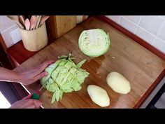 My simple meal with cabbage, healthy and delicious # 225 Italian Recipes, New Recipes, Healthy Recipes, Home Made Puff Pastry, Tasty, Yummy Food, Cabbage Recipes, Vegetable Recipes, Food And Drink