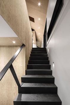 Bolton Residence by NatureHumaine (18) #ideas #escalera #stairs #microcemento #revestimiento #coating #cementodecorativo