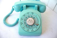 I really really want this phone! especially in this color!
