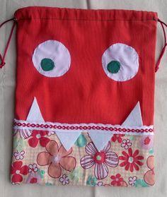 Bolsa de merienda monstruosa / MARULA - Artesanio Sewing Hacks, Sewing Projects, Kids Boutique, Craft Show Ideas, Art N Craft, Boho Bags, Simple Bags, Fabric Bags, Cool Baby Stuff