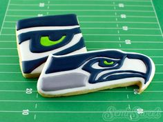 Seattle Seahawks Cookies- Tips on Icing Sports Logos Seattle Seahawks Cookies by Semi Sweet Designs Tips on icing sports logo cookies using royal icing transfers. Logo Cookies, Cute Cookies, Seahawks Football, Seattle Seahawks, Seahawks Memes, Football Cookies, Football Desserts, Royal Icing Transfers, Cookie Designs