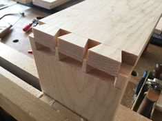 Woodworking For Kids A Dovetailing Trick for Beginners - Popular Woodworking Magazine Kids Woodworking Projects, Unique Woodworking, Learn Woodworking, Popular Woodworking, Woodworking Furniture, Diy Wood Projects, Woodworking Plans, Woodworking Articles, Woodworking Techniques