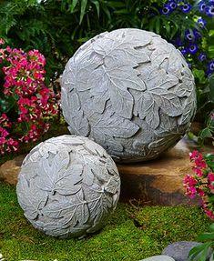 Set of 2 Garden Orbs Set mit 2 Gartenkugeln Set of 2 Garden Orbs Set of 2 garden balls Cement Design, Cement Art, Concrete Crafts, Concrete Art, Garden Spheres, Garden Balls, Garden Fountains, Garden Crafts, Garden Projects