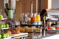 Am Morgen empfangen wir unsere Gäste mit einem reichhaltigen und ausgewogenen Frühstücksbuffet. Neben frischem Obst und knackigen Brötchen haben Sie eine reichhaltige Auswahl an Wurst und Käse, kaltem Fisch, sowie Quark- und Joghurtspeisen, Säften, Müsli und diversen Eierspeisen. Restaurant, Home Decor, Fresh Fruit, Acre, Decoration Home, Room Decor, Diner Restaurant, Restaurants, Home Interior Design