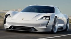 Der Tesla Model S ist derzeit das einzige Elektroauto, das Fahrspaß und eine einigermaßen vernünftige Reichweite bietet. Das wiederum will sich Porsche nicht bieten lassen - und schickt die Studie Mission E auf die IAA 2015.Auf der diesjährigen IA...
