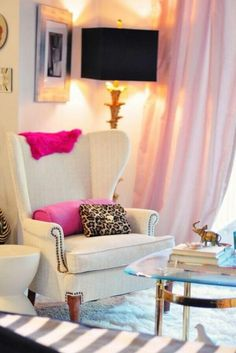 Every Wedding Planner needs a creative corner in their office. #homeoffice #wei #weddingplanner