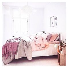 This room! Love the shades of berry & blush // #homespo