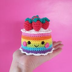 Kawaii Rainbow Cake Anleitungen - Julie Home Crochet Cake, Crochet Amigurumi, Crochet Food, Knit Or Crochet, Cute Crochet, Amigurumi Doll, Crochet Mignon, Blush On Cheeks, Crochet Patterns Amigurumi