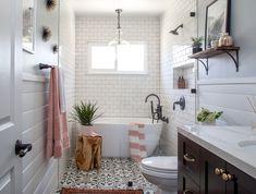bathroom 2021 – Szukaj wGoogle Modern Farmhouse Bathroom, Modern Bathroom Design, Bathroom Interior Design, Home Interior, Modern Design, Bathroom Designs, Modern Bathrooms, Industrial Farmhouse, Bathroom Wall Decor