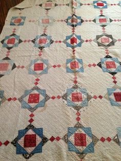 Primitive Red White and Blue Quilt Old Quilts, Antique Quilts, Scrappy Quilts, Vintage Quilts, Primitive Quilts, Quilt Studio, Red And White Quilts, Patriotic Quilts, American Quilt