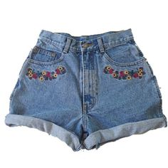 diy clothes Mit Blumen bestickte Jeansshorts Capture Red Carpet Looks with Pageant and Prom Dresses Diy Jeans, Diy Shorts, Basic Shorts, Painted Jeans, Painted Clothes, Custom Clothes, Diy Clothes, Diy Fashion, Fashion Outfits