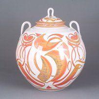 Alan CaigerSmith MBE born 1930 is a British studio potter and writer on pottery Alan Caiger Smith Making Lustre Pottery Alan Caiger Smith Making Lus Ceramic Decor, Ceramic Bowls, Ceramic Art, Glazes For Pottery, Ceramic Pottery, Pottery Art, Earthenware Clay, Contemporary Ceramics, Jar Lids