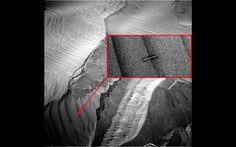 Auf den neuesten NASA-Aufnahmen des Roten Planeten wird ein rätselhaftes Objekt dargestellt, das wieder reichlich Stoff für Spekulationen liefern dürfte. Es sieht aus wie ein metallisches Objekt un…