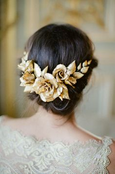Gold Hair Accessory | Beautiful Heirloom Accessories from Lila | Handcrafted Bespoke Bridal Accessories | Image by Katy Lunsford | http://www.rockmywedding.co.uk/beautiful-heirloom-accessories-lila/