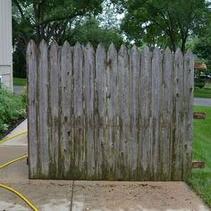 Don't throw out old fence boards! We've got the perfect upcycling ideas for you!