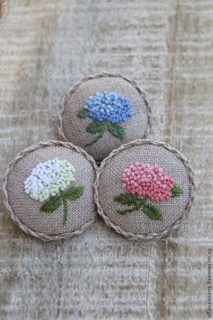Wonderful Ribbon Embroidery Flowers by Hand Ideas. Enchanting Ribbon Embroidery Flowers by Hand Ideas. French Knot Embroidery, Hand Embroidery Stitches, Silk Ribbon Embroidery, Crewel Embroidery, Cross Stitch Embroidery, Simple Embroidery, Embroidery Jewelry, Hand Stitching, Russian Embroidery