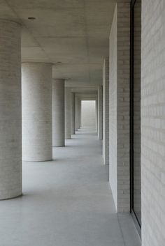 David Chipperfield, Fayland House, Buckinghamshire, 2013. Lightly rendered light brick, concrete, form.