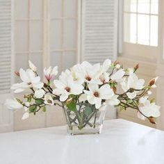 Jane Seymour Botanicals Tree Magnolias in Glass Vase Beautiful Flower Arrangements, Wedding Flower Arrangements, Floral Arrangements, Beautiful Flowers, Magnolia Leaves, Magnolia Flower, Faux Flowers, Silk Flowers, Magnolia Centerpiece