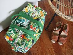 sac week-end - mes jolis sacs mais pas que Diy Sac, Gladiator Sandals, Flip Flops, Pouch, Sewing, Bags, Shoes, Jiji, Magazine