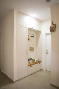 Morning departure without worry - in the wake of the perfect hallway - Home Entrance Decor, House Entrance, Entryway Decor, Entrance Halls, Entrance Doors, Hall Furniture, Home Decor Furniture, Ideas Armario, Entry Closet