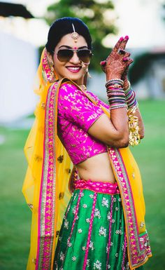New Ideas For Wedding Photography Poses Getting Ready Indian<br> Indian Bride Photography Poses, Indian Bride Poses, Indian Wedding Poses, Indian Bridal Photos, Wedding Couple Poses Photography, Bridal Photography, Photography Tricks, Wedding Photos, Bridal Photoshoot